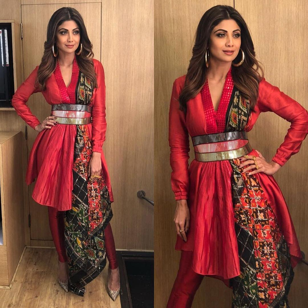 27 shilpa shetty - red fusion outfit