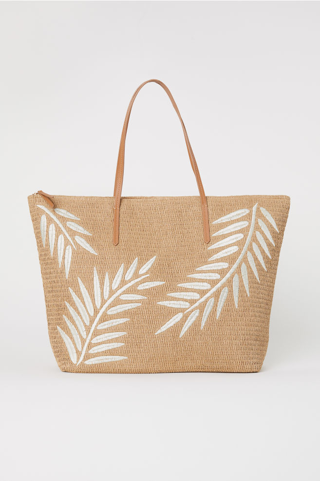 4 hm spacious tote wardrobe pieces for college freshers