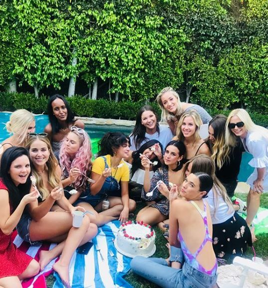 4 selena gomez - eating cake with friends