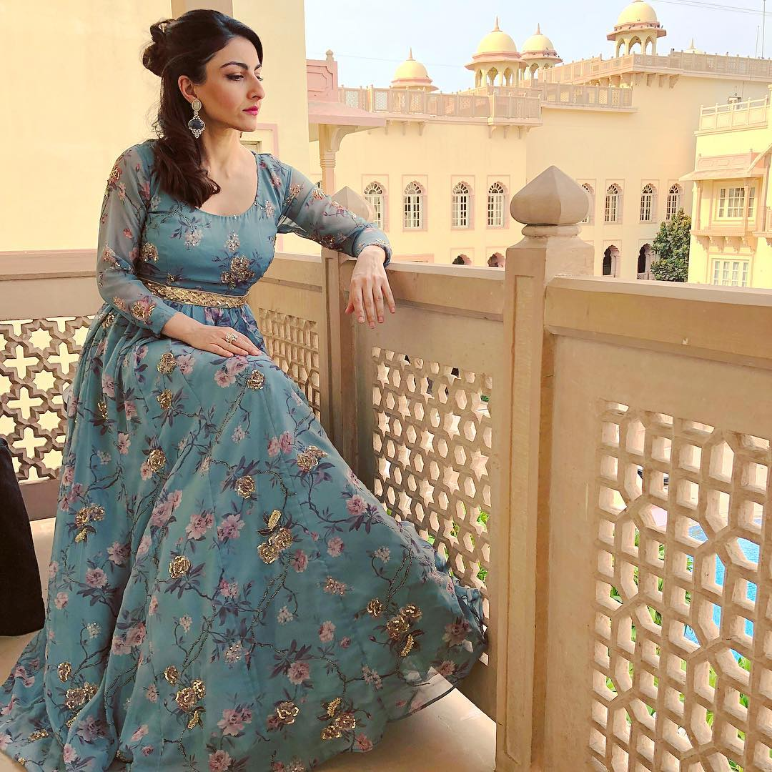 5-soha-ali-khan-dusty-blue-floral-gown