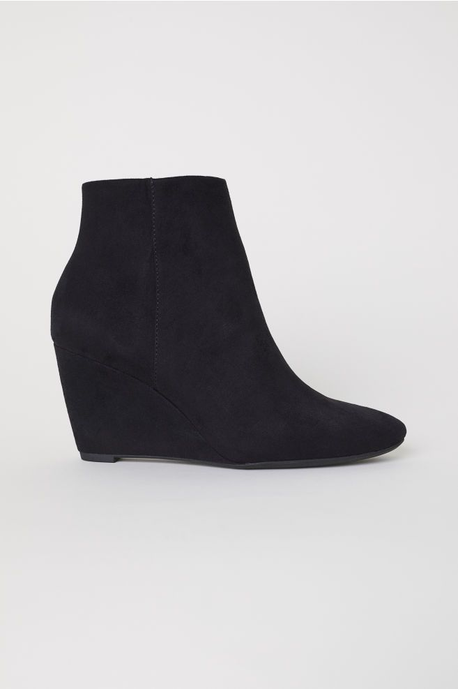 18-types-of-boots-Wedge-heel-Boots
