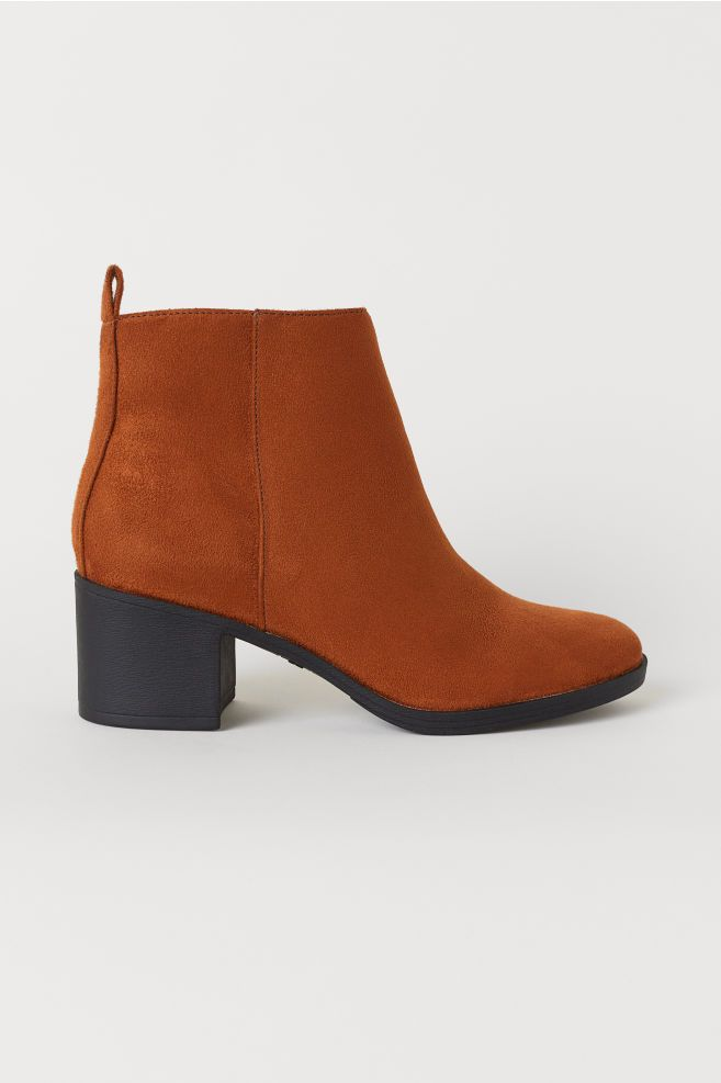 2-types-of-boots-Ankle-Boots-With-A-Zip