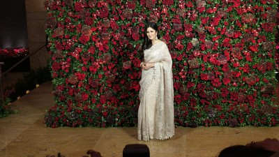 Bollywood celebs at deepveer reception - katrina kaif %281%29