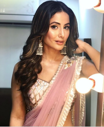 Dusky TV actresses Hina Khan