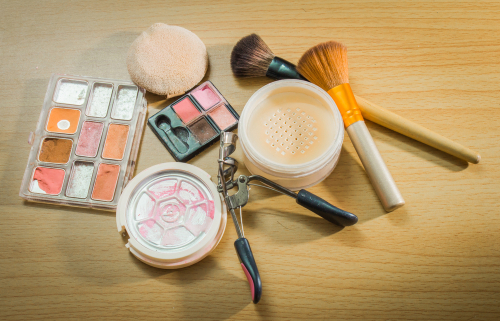 most-googled-beauty-questions-answered-here-expired-makeup