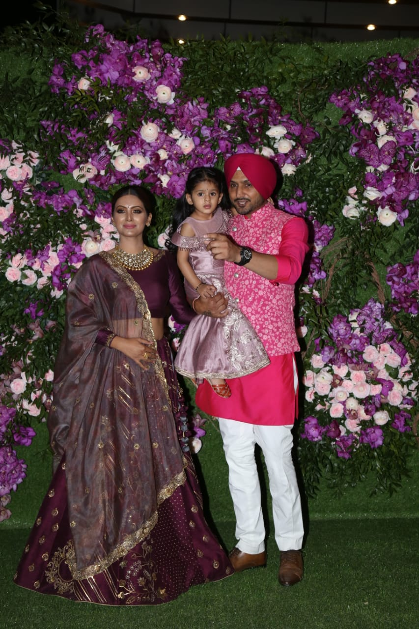akash-shloka-wedding-harbhajan-singh-with-wife-and-daughter