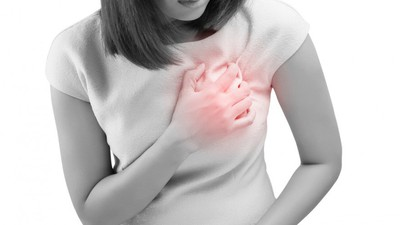 20160704-woman-heart-attack-shutterstock 360033587-880x495