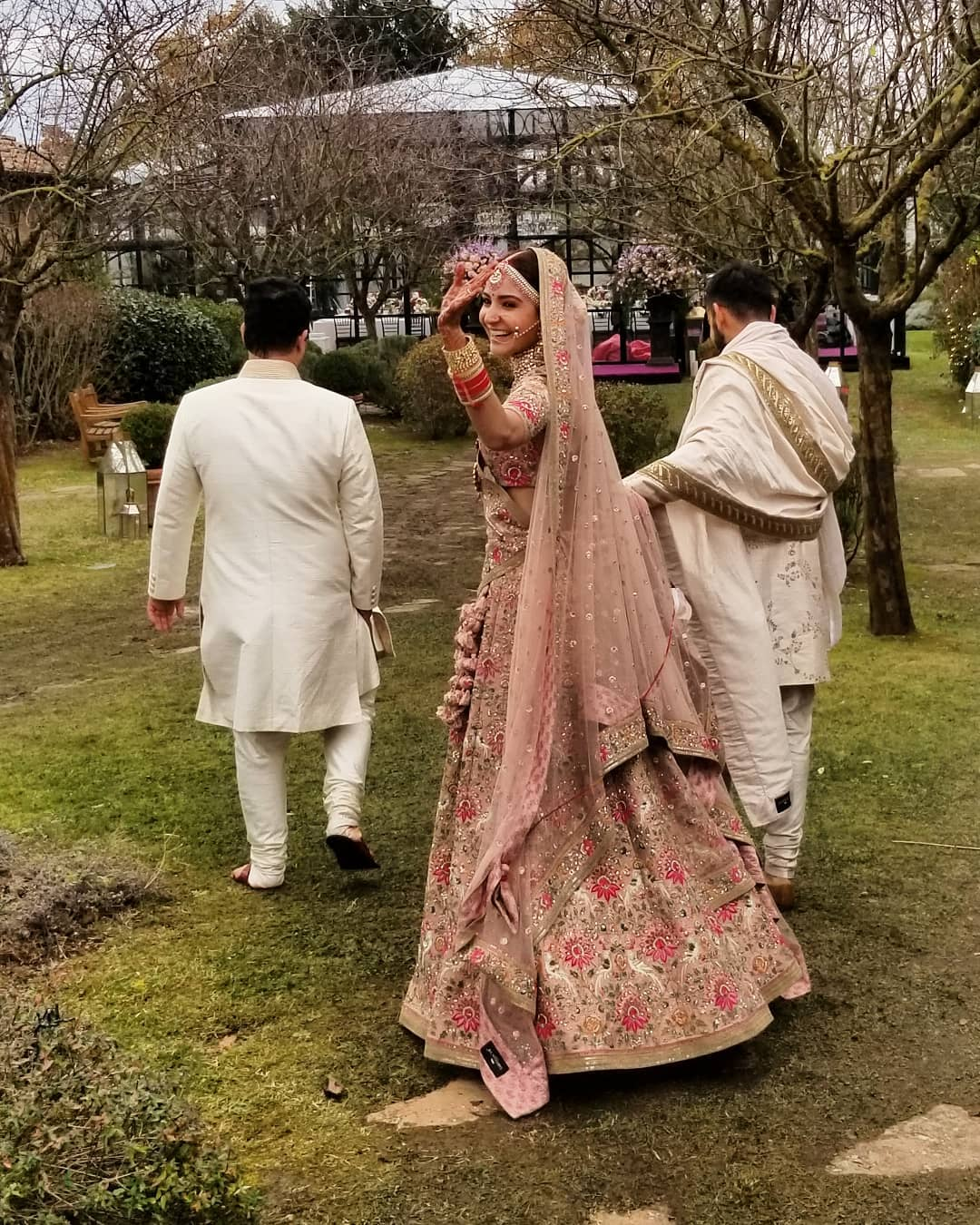 1-sabyasachi-on-sale-anushka-sharma-wedding-lehenga