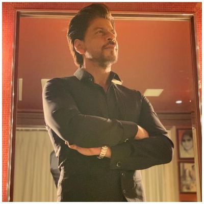 shah-rukh-khan-takes-a-break-from-bollywood-movies-2