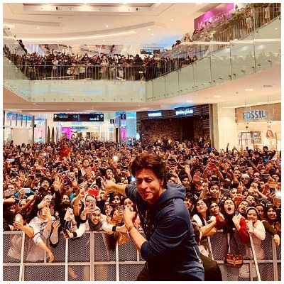 shah-rukh-khan-takes-a-break-from-bollywood-movies