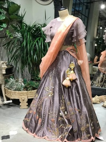 1-boutiques-in-delhi-for-bridal-wear