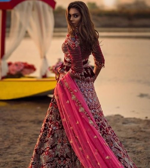 2-boutiques-in-delhi-for-bridal-wear