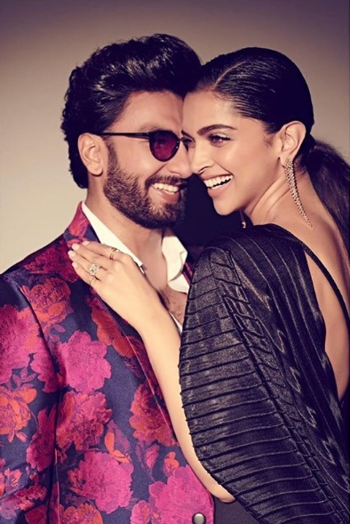 Deepika Beating Ranveer with bat 1