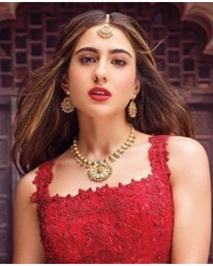 sara ali khan wear red lehenga fans get crazy FI
