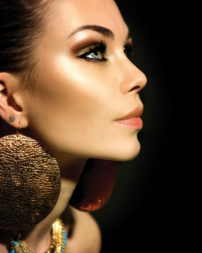 Go Gold: Perfect A Shimmery Smoky Eye and Eyeliner Wings to Dazzle This Diwali