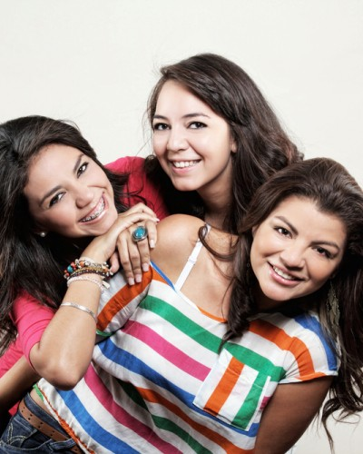 #FriendsLikeFamily: 8 Things to Say to Your Besties This New Year