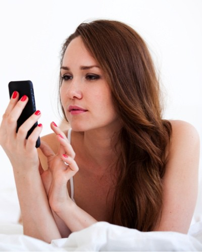 #Warning: 6 Ways Your Phone Is Ruining Your Skin!