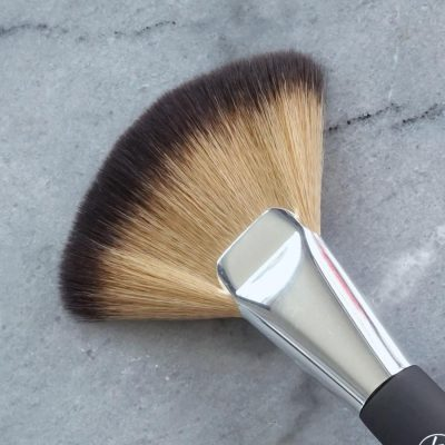 Contour_Fan-beauty-101-a-super-simple-guide-to-makeup-brushes
