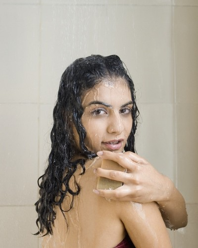 20 Random Thoughts Every Girl Has Had in The Shower!