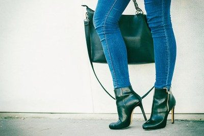 2-Match-Jeans-with-shoes-