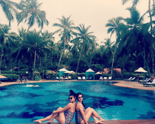 3 Mouni Roy holiday pictures