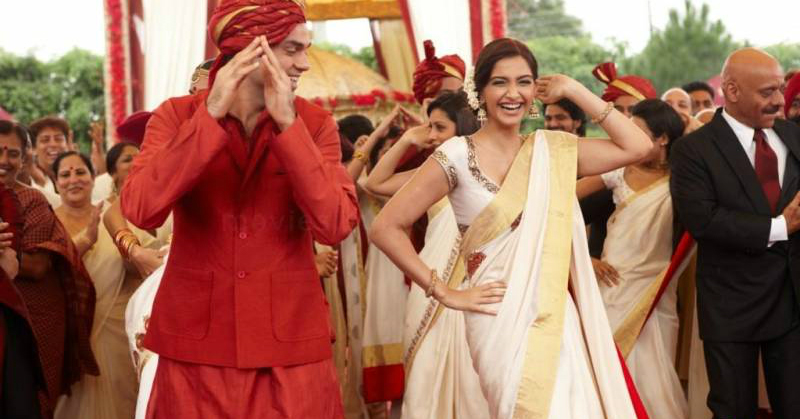 7 Fab Tips To Help You Walk & Dance Like A Pro In Your Saree!