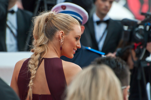 5 hairstyles for every neckline