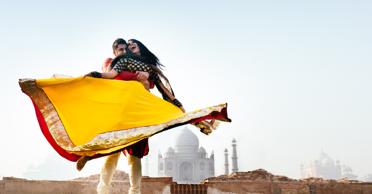 The Most Filmy (And Adorable!) Poses For Your Pre-Wedding Shoot