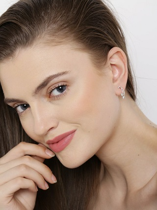 4 silver earrings you can wear everyday