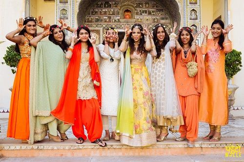 5 wedding photos with bridesmaids