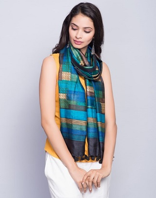 6 best stoles for women to keep you warm and stylish