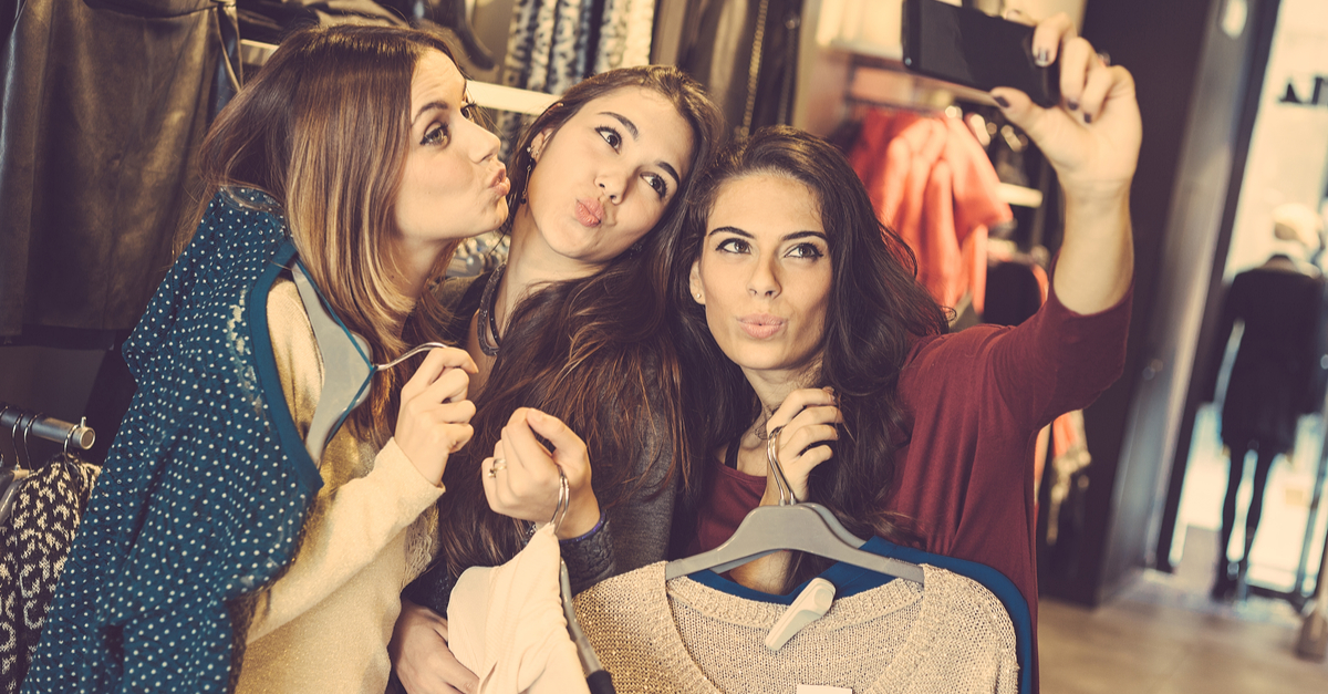8 Surprising Reasons Every Girl Loves Clicking Selfies!