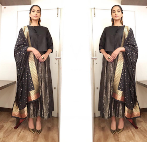 2. sonam kapoor outfits