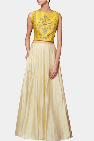8 designer outfits for your sangeet