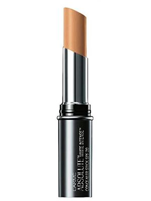lakme-body-shop-Best-Concealer-For-Acne-Scars
