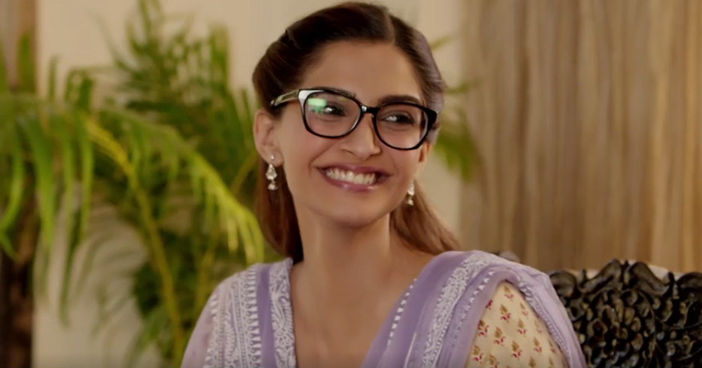 11 AWESOME Beauty Tips For Girls Who Wear Glasses!