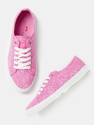 10 printed sneakers for college girls