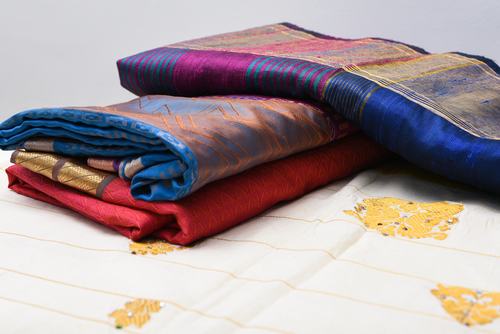 4 tips to walk in a saree
