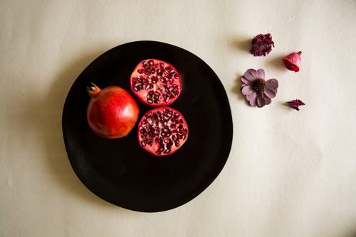 2 foods to make you look forever young - pomegranate