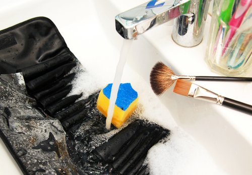 1 clean make up brushes water on brushes