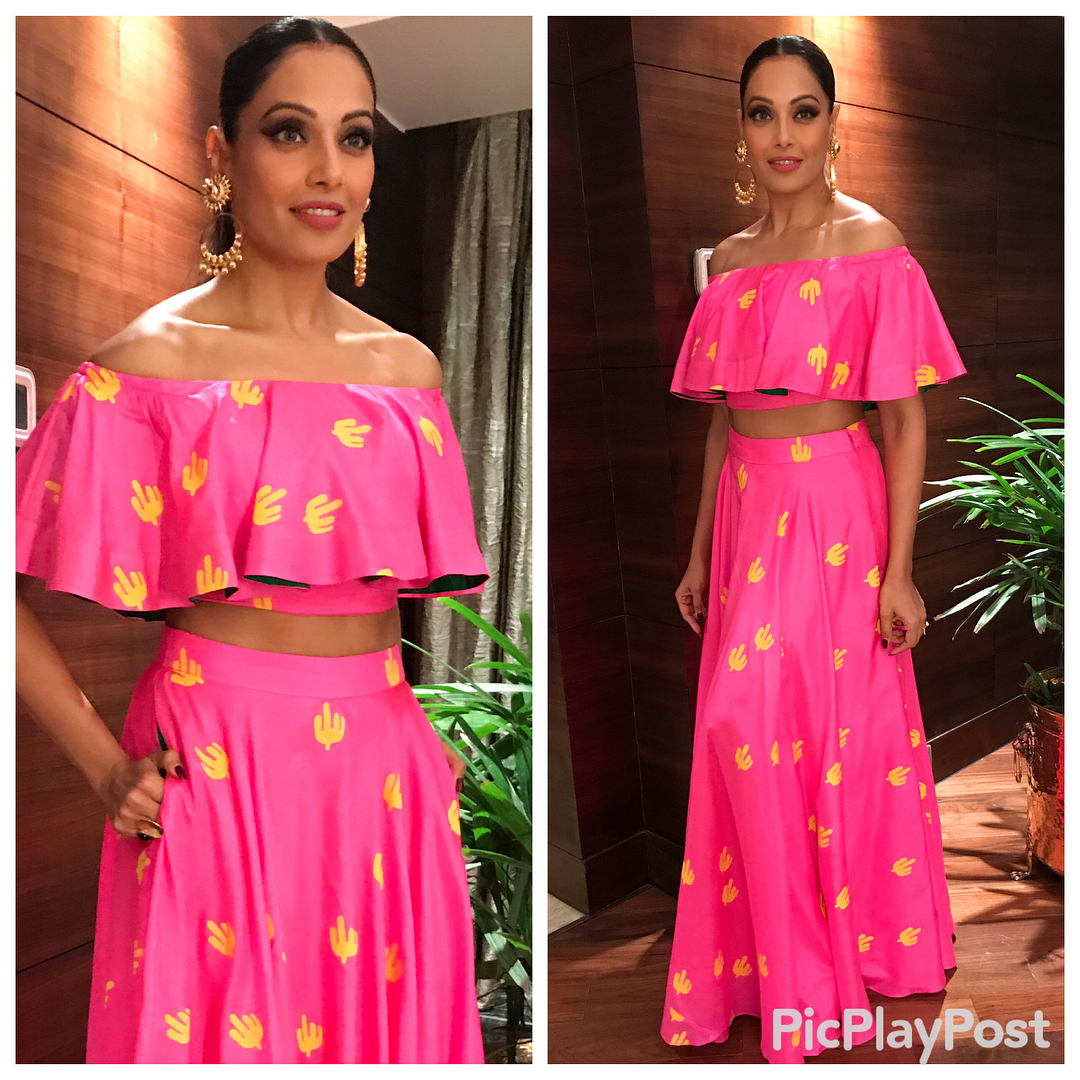 4 outfit colours bipasha