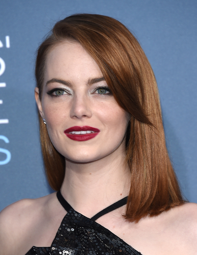 2 hairstyles for round faces - side bangs emma stone