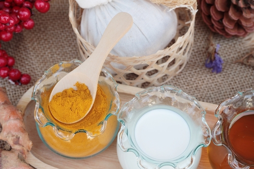 multani-mitti-and-turmeric-powder-helps-to-remove-holi-colour