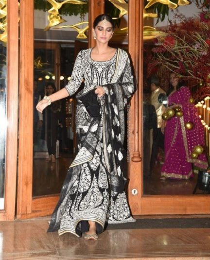 4 sonam celeb wedding look