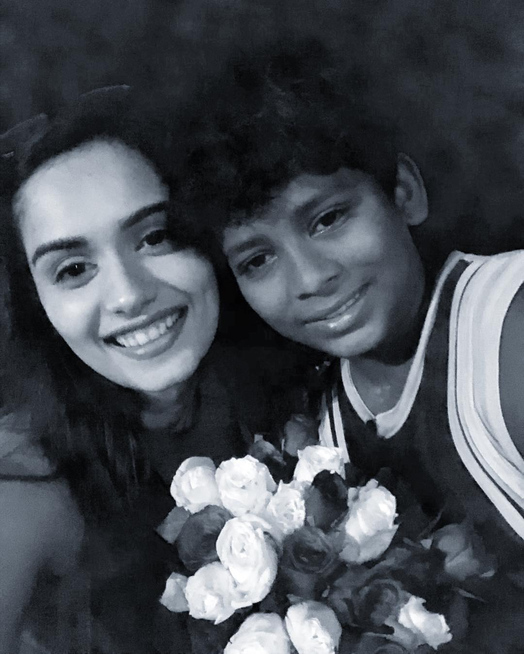 miss world  manushi chhillar smiling with a kid  manushi
