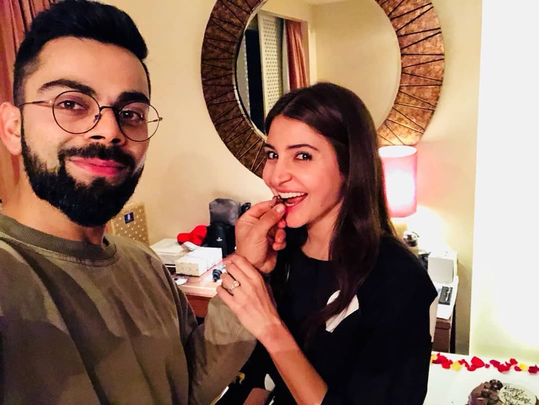 anushka sharma virushka virat kohli feeding cake to Anushka on her birthday