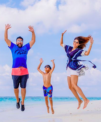 where are celebrities travelling to FI shilpa shetty