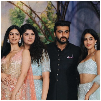 Arjun Kapoor with sisters 1