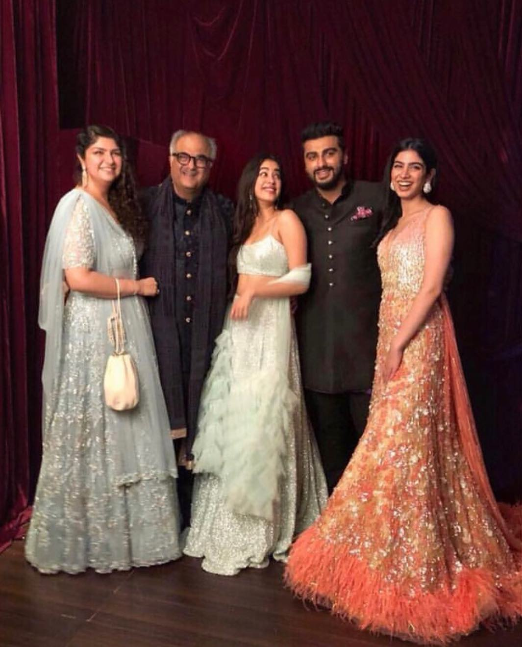 arjun kapoor with jhanvi and khushi