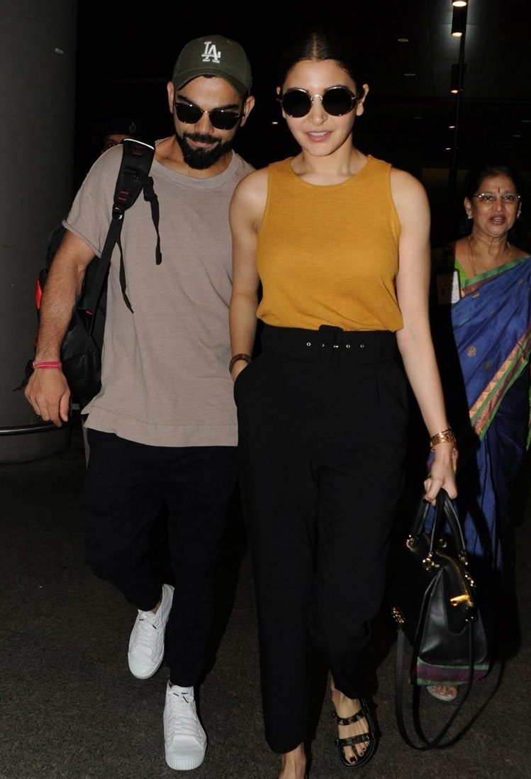 airport looks anushka